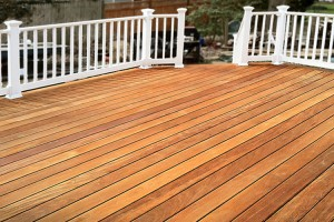 Hardwood Deck with Vinyl Railing